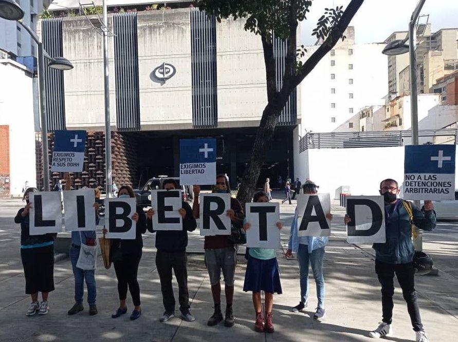 Trabajadores humanitarios de Azul Positivo deben recibir atención médica urgente y ser liberados inmediatamente